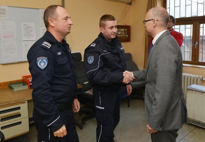 Права реакција градоначелника Вучевића – награде полицајцима!