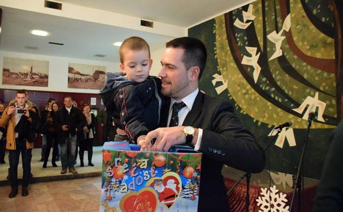СГ ОЖ Краљево: пакетићи за децу ратних војних ивалида